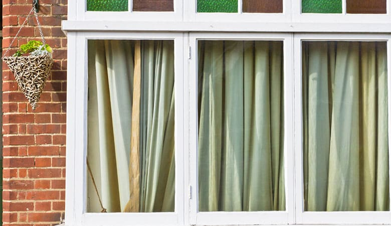 close-curtains-over-window